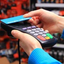 Kartenzahlung an Bezahl-Terminal | bargeldlos & kontaktlos